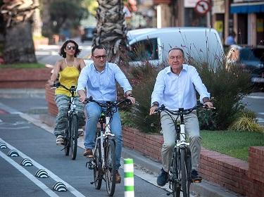 Poveda i Juan Pedro Pérez fent el recorregut del nou carril bici