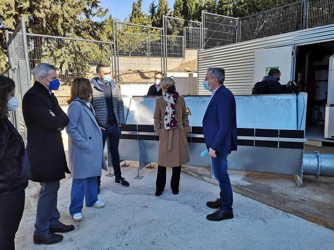 Visita de la presidenta de la Diputació a la xarxa de calor de la Sénia