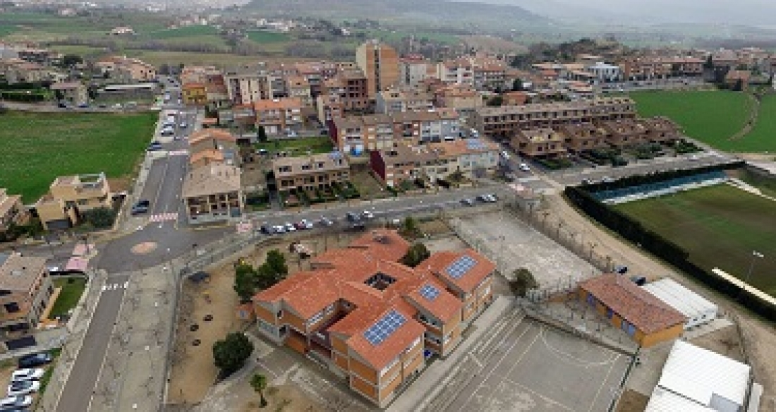 Plaques solars en alguns edificis d'Avià. | AjAvià