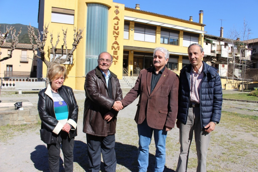 El batlle, Joan Espona, amb membres de l'Associació de Plomistes. | @santjoanfontsaj.