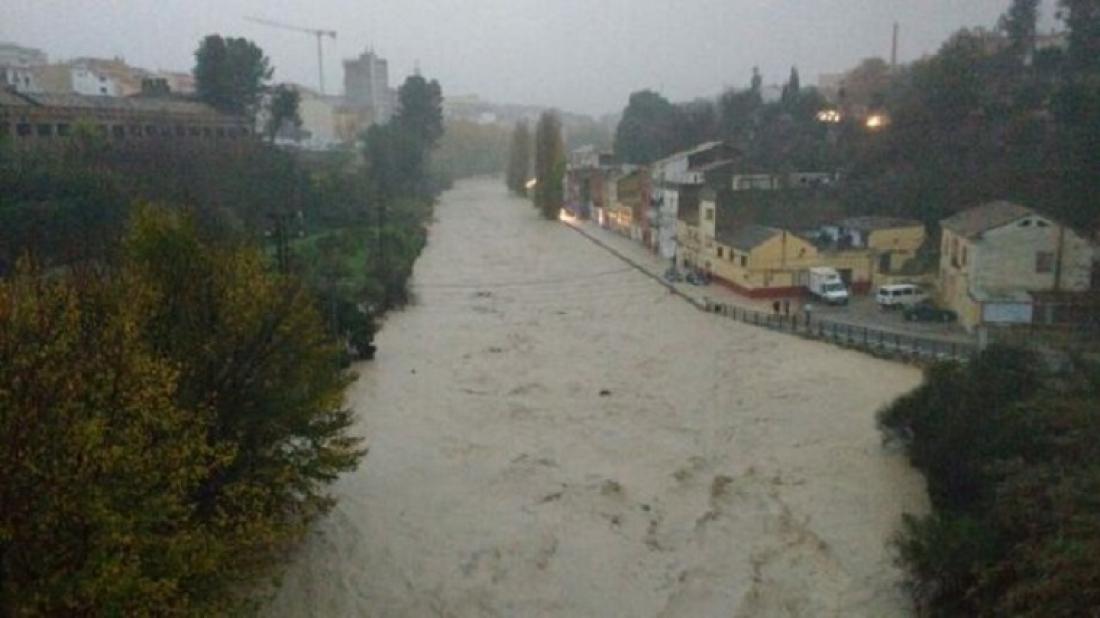 El Clariano desbordat inunda el barri de Cantereria a Ontinyent