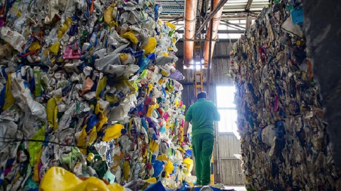 El Govern ajorna un any la llei que ha d'impulsar el reciclatge / FRANCESC MELCION