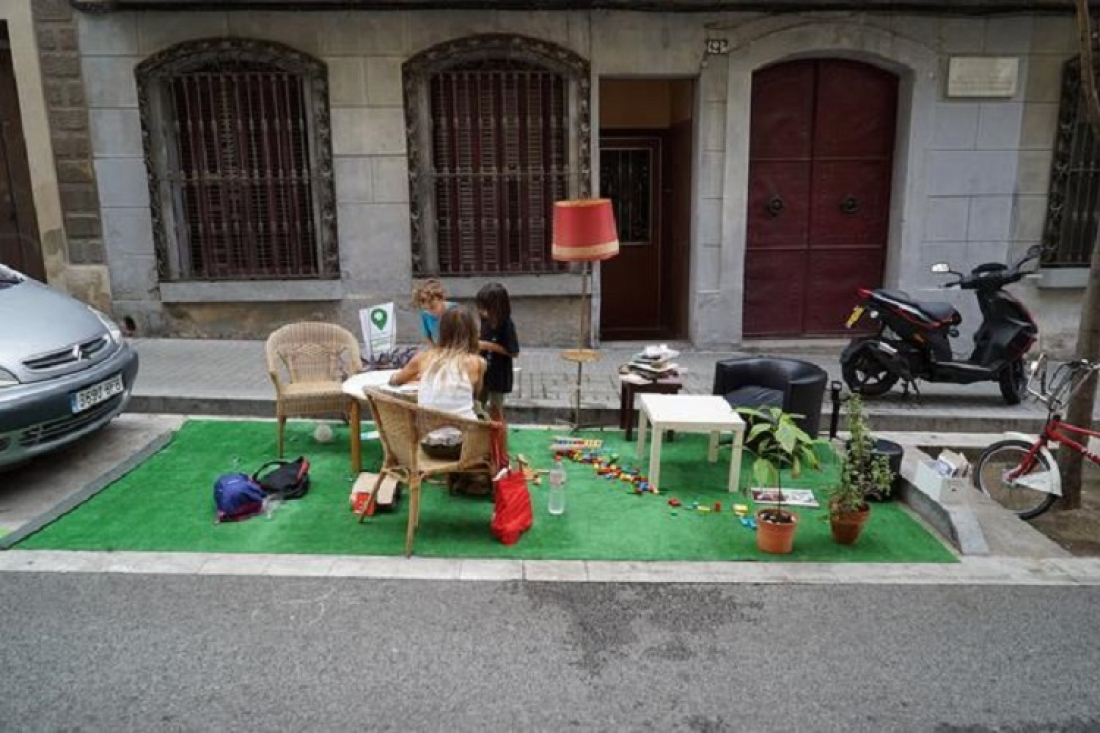 Fotografia d'una edició del Parking day a Barcelona. Font: Aj.BCN