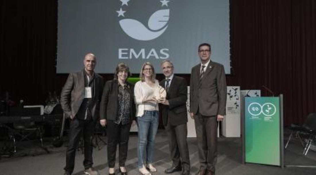 L'alcalde Josep Mayoral recull el Trofeu +10 anys d'EMAS (Foto: photo@andrespardo.com)
