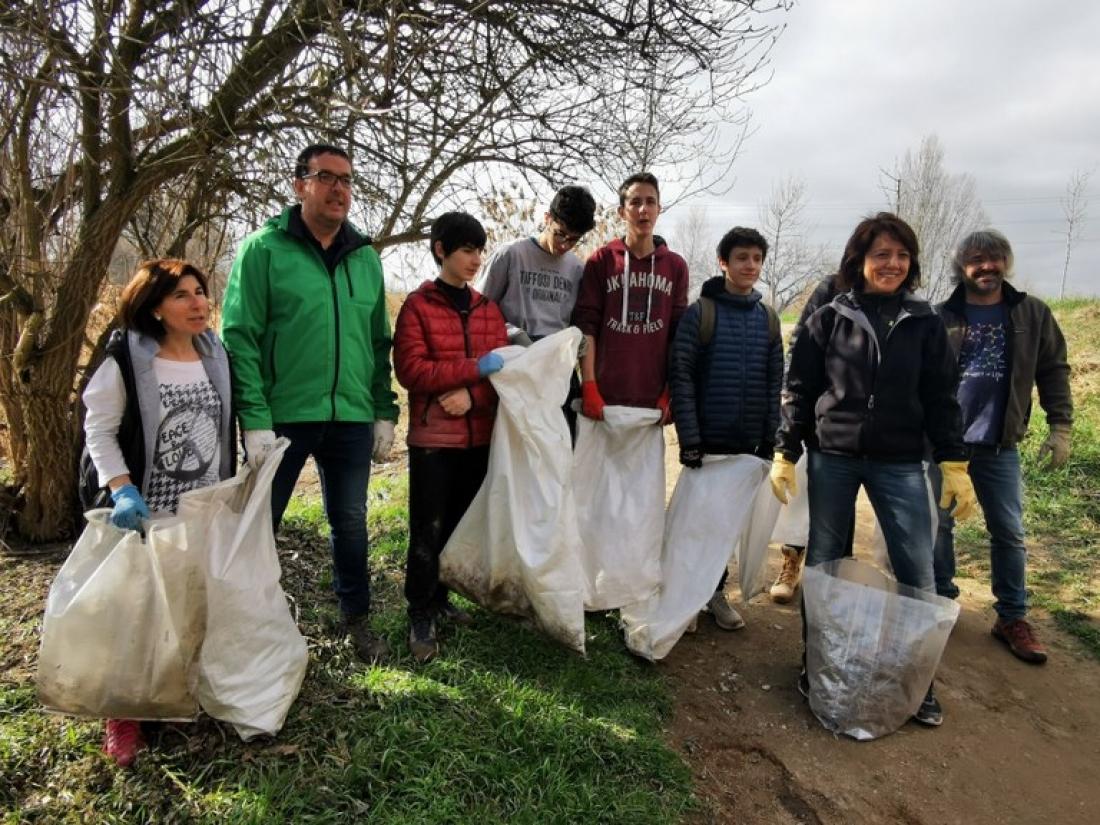 Anna Erra i Albert Castells amb un grup de voluntaris