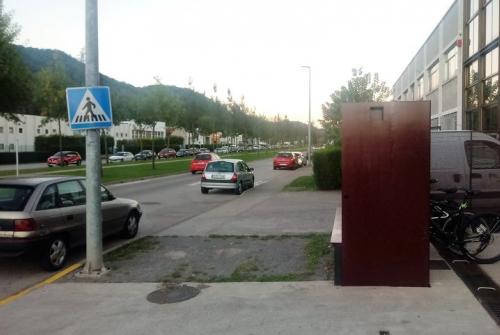 Bicicletes aparcades en una de les empreses del polígon del Pla de Baix d'Olot, on hi ha un carril bici J.C.