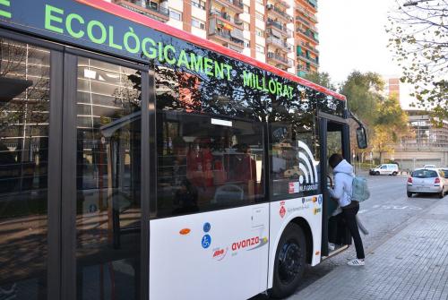 Una de les mesures per prevenir la contaminació acústica ha estat substituir alguns busos per models híbrids (foto: Ajuntament de Rubí – Localpres)