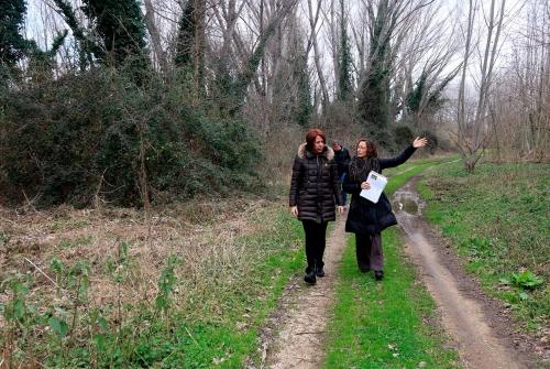 L'alcaldessa de Girona, Marta Madrenas, passejant pel recorregut del camí