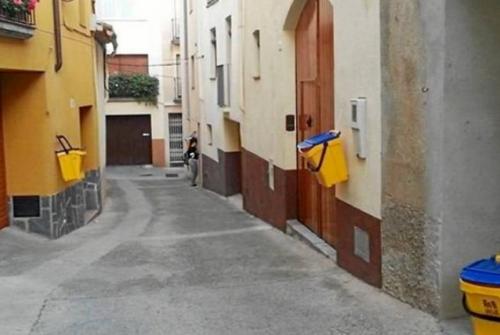 Montblanc tindrà recollida d'escombraries porta a porta dins el recinte emmurallat.   Ajuntament de Montblanc