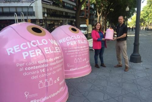 La consellera de Medi Ambient, Ivana Martínez, i el tècnic de Gerència d'Ecovidrio, Iván Costa