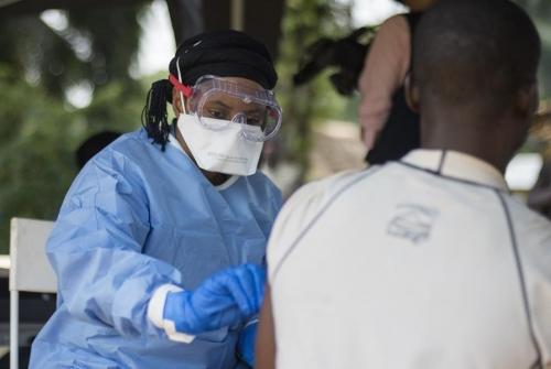 Els brots causats a l'Àfrica central per l'Èbola presenten unes taxes de mortalitat d'entre el 55 i el 90%. | OMS/L. Mackenzie